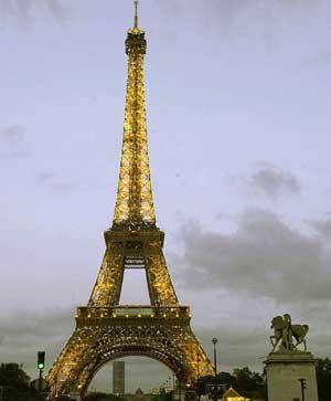 France_eiffeltower_2001_07_122