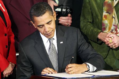 Obama-signs-bill